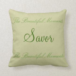 Savor los momentos hermosos almohada