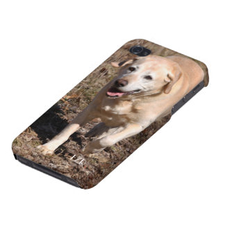 Savvy iPhone 4 case -Yellow Lab Loves the Hunt