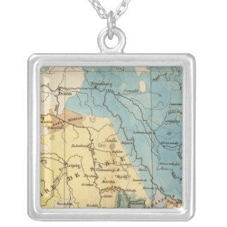Saxe mineralogique square pendant necklace