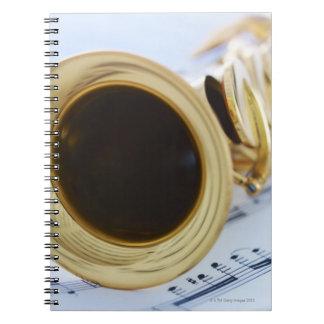 Saxofón del soprano libreta espiral