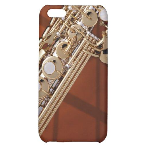 Saxofón del soprano en el oro