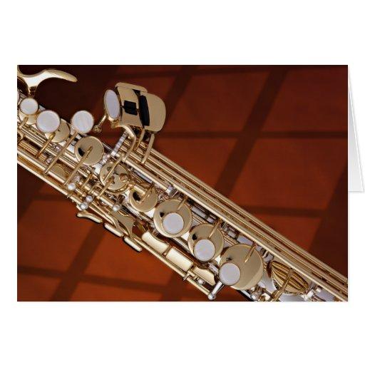 Saxofón del soprano en el oro tarjetón