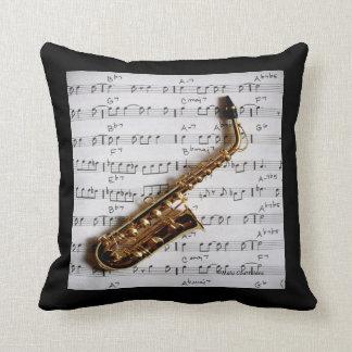 Saxofón y almohada de la música