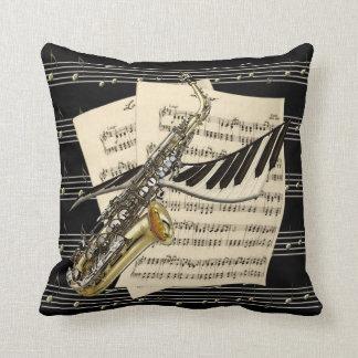 Saxofón y música del piano almohadas