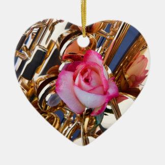 Saxofón y ornamento color de rosa ornamentos para reyes magos