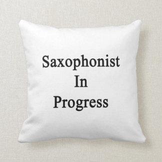 Saxofonista en curso almohadas