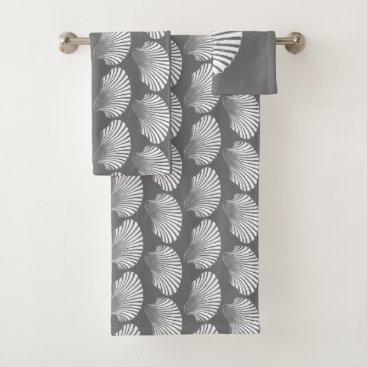 Beach Themed Scallop Shell Block Print, Gray / Grey and White Bath Towel Set