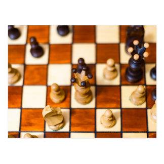 Schachbrett mit Dame im Vordergrund Postcard