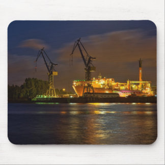 Schiff in Hamburger Werft Mouse Pad