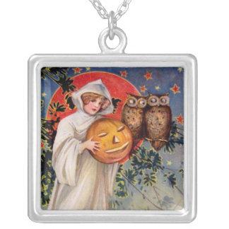 Schmucker: On Halloween Necklace