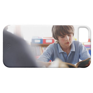schoolboy reading in classroom iPhone SE/5/5s case