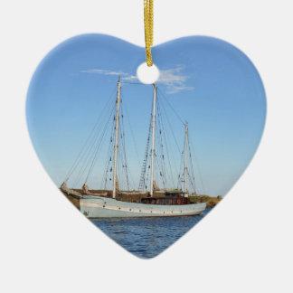 Schooner en las islas de Scilly Adorno Navideño De Cerámica En Forma De Corazón