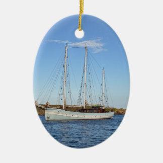 Schooner en las islas de Scilly Adorno Navideño Ovalado De Cerámica