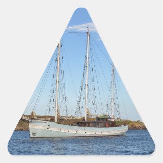 Schooner en las islas de Scilly Pegatina Triangular