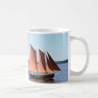schooner navegado rojo taza de café
