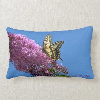 """""""Schwalbenschwanz - mariposa"""" by mysteryella Cojin"""