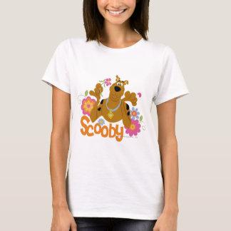 Scooby en flores playera