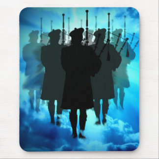 Scotlands pipers, sound the Saviors return Mousepad