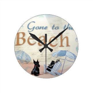 Scottie Beach Round Clock
