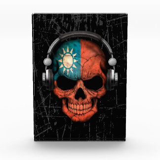 Scratched Taiwanese Dj Skull with Headphones Award