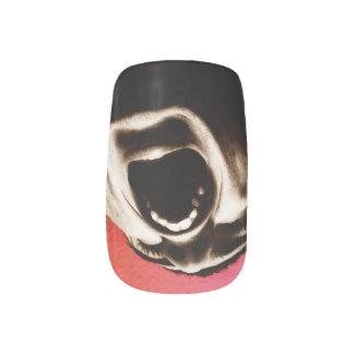 Screaming nails minx nail art