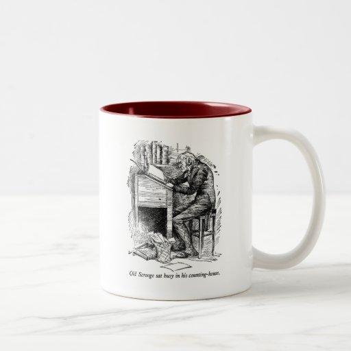 Scrooge en su escritorio (con el texto) tazas de café
