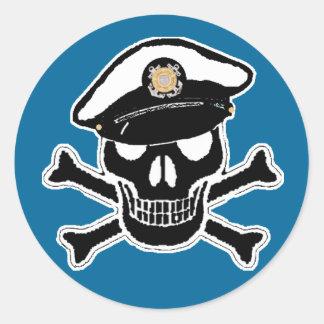 Scull alistado y bandera pirata del guardacostas pegatina redonda