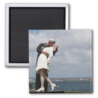 Sculpture Unconditional Surrender in San Diego Magnet