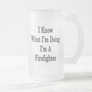 Sé cuál soy haciendo yo soy bombero tazas de café
