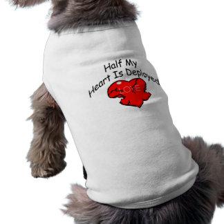 Se despliega la mitad de mi corazón (el corazón) playera sin mangas para perro