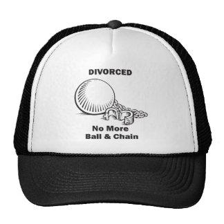 Se divorció no más de bola y de cadena gorra