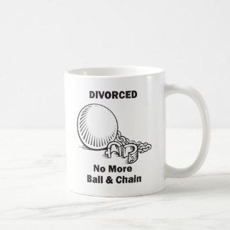 Se divorció no más de bola y de cadena taza clásica