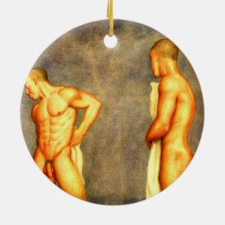 Se dobla el ornamento masculino echado a un lado ornamento para arbol de navidad