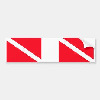 Se dobla la bandera de la zambullida pegatina para auto