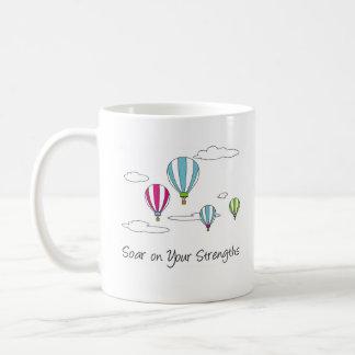 """""""Se eleva en la taza de café de sus fuerzas"""""""