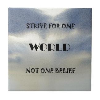 Se esfuerza para un mundo no una creencia azulejo cuadrado pequeño