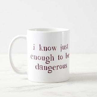 Sé lo suficiente para ser peligroso taza clásica