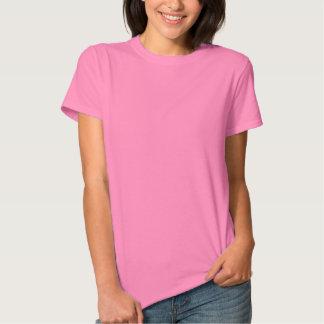 Se obstaculiza la camiseta de las mujeres playeras