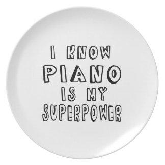 Sé que el piano es mi superpotencia plato