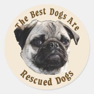 Se rescatan los mejores perros (el barro amasado) pegatina redonda