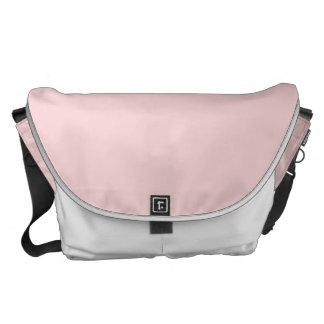 Se ruboriza el color sólido rosado bolsa messenger