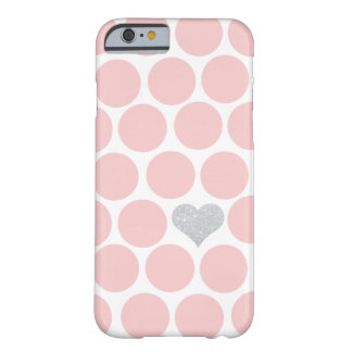 Se ruboriza el corazón rosado del brillo de la funda barely there iPhone 6