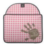 Se ruboriza la guinga rosada; Mamá divertida Fundas Macbook Pro