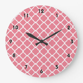 Se ruboriza Quatrefoil rosado Reloj Redondo Grande