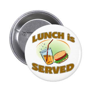 Se sirve el almuerzo pin redondo de 2 pulgadas