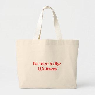 Sea agradable a la bolsa de asas de la camarera
