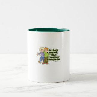 Sea agradable a los yourkids que escogerán su taza de dos tonos