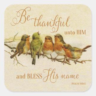 Sea agradecido a él y bendiga su nombre pegatina cuadrada