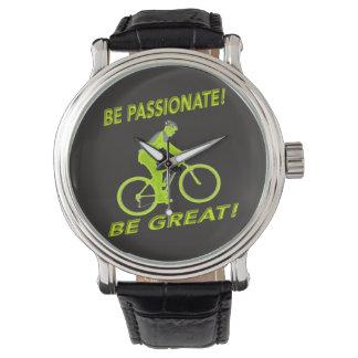 ¡Sea apasionado! ¡Sea grande! Verde del motorista Relojes De Mano
