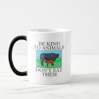 Sea bueno con los animales. No los coma. (taza) Taza Mágica